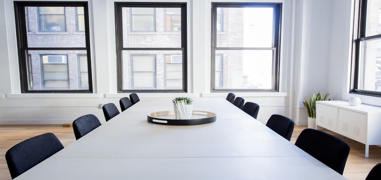 会議室と椅子