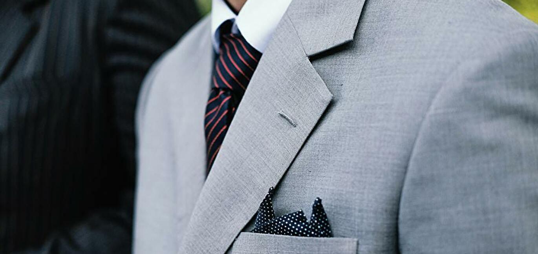 男性のスーツ